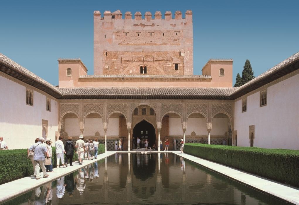Alhambra municipal tourist information point - Parking plaza puerta real en granada ...